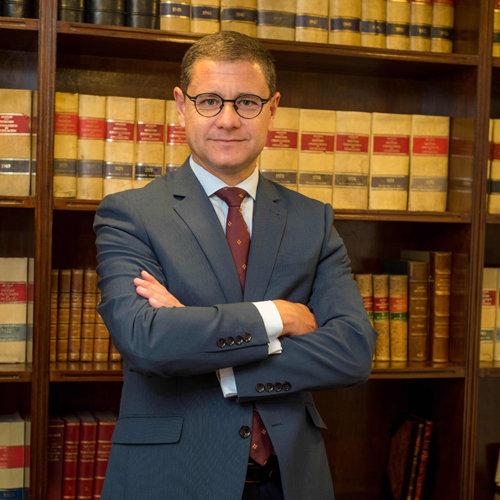 Vivimos en la época de la hiperregulación. Entrevista a  Manuel Pomares abogado