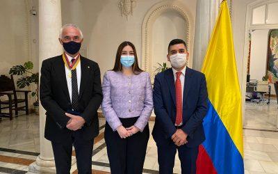 Fundación Metropoli recibe la medalla del Gobierno de Colombia por su contribución al desarrollo de sus ciudades