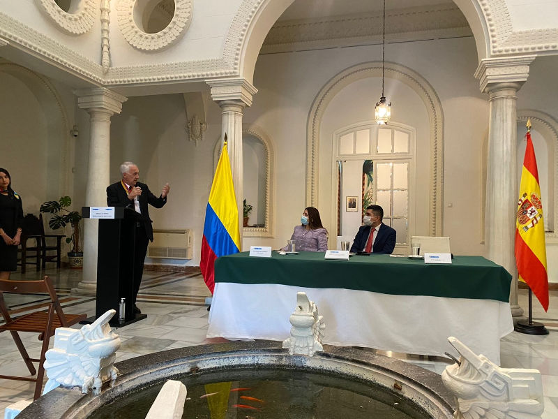Fundación Metropoli receives the medal from the Government of Colombia for its contribution to the development of its cities